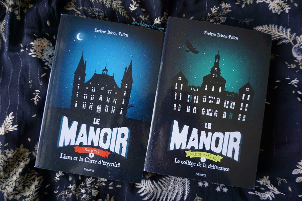 Photo des tomes 1 de la saga le manoir (saison 1 et 2)